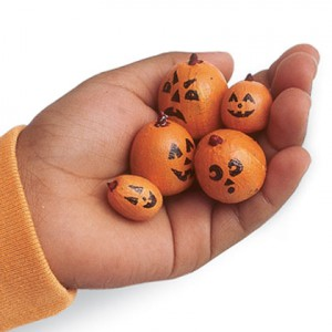 acorn-pumpkins-halloween-craft-photo-420-FF1004ALMBA02